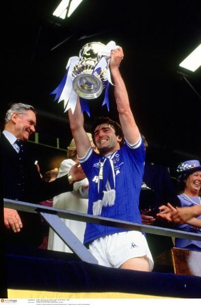 Football - 1984 FA Cup Final - Everton v Watford - Wembley Stadium - 19/5/84 Everton's Kevin Ratcliffe lifts the FA Cup trophy Mandatory Credit: Action Images / Sporting Pictures / Joe Mann