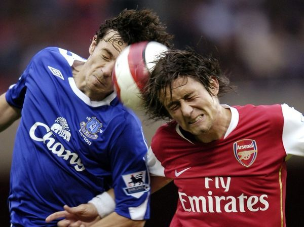 Arsenal v Everton 28/10/06 Arsenal's Tomas Rosicky and Everton's Simon Davies in action