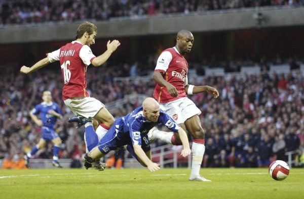 Arsenal v Everton 28/10/06 Everton's Andrew Johnson goes down by a challenge from Arsenal's Mathieu Flamini and William Gallas in the dying seconds