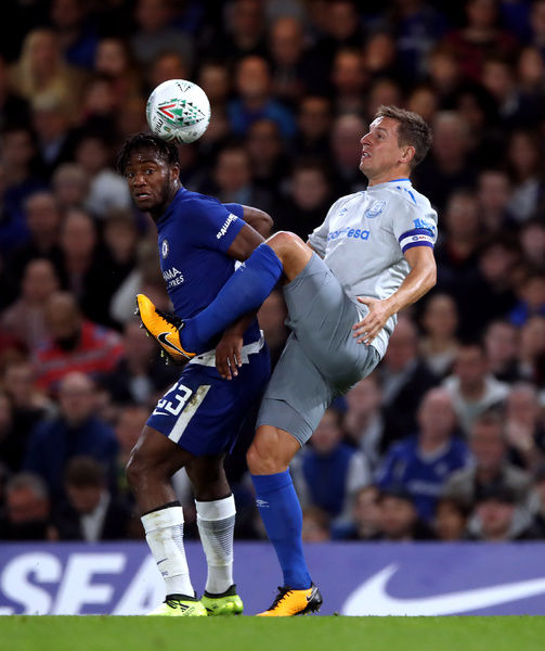 Chelsea's Michy Batshuayi (left) and Everton's Phil Jagielka battle for the ball