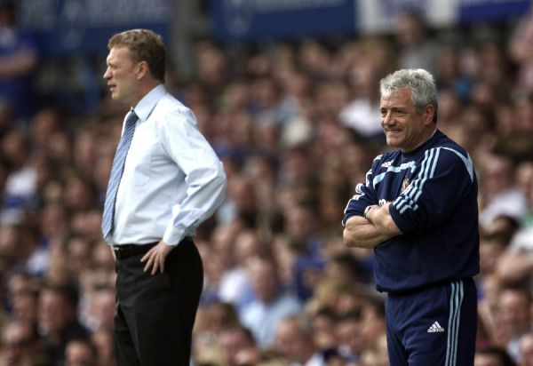 Everton manager David Moyes (L) and Kevin Keegan of Newcastle manager
