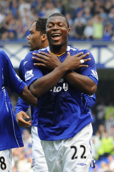 Football - Everton v Newcastle United Barclays Premier League - Goodison Park - 11/5/08 Everton Yakubu celebrates scoring his sides first goal Mandatory Credit: Action Images / Keith Williams Livepic NO ONLINE/INTERNET USE WITHOUT A LICENCE