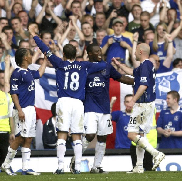 Football - Everton v Newcastle United Barclays Premier League - Goodison Park - 11/5/08 Everton's Yakubu (C) celebrates scoring his sides third goal with team mates Mandatory Credit: Action Images / Paul Burrows Livepic NO ONLINE/INTERNET USE