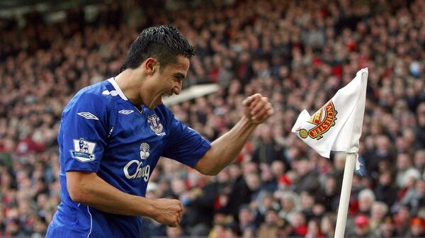 Football - Manchester United v Everton Barclays Premier League - Old Trafford - 23/12/07 Everton's Tim Cahill celebrates scoring his sides first goal of the match Mandatory Credit: Action Images / Carl Recine Livepic NO ONLINE/INTERNET USE WITHOUT