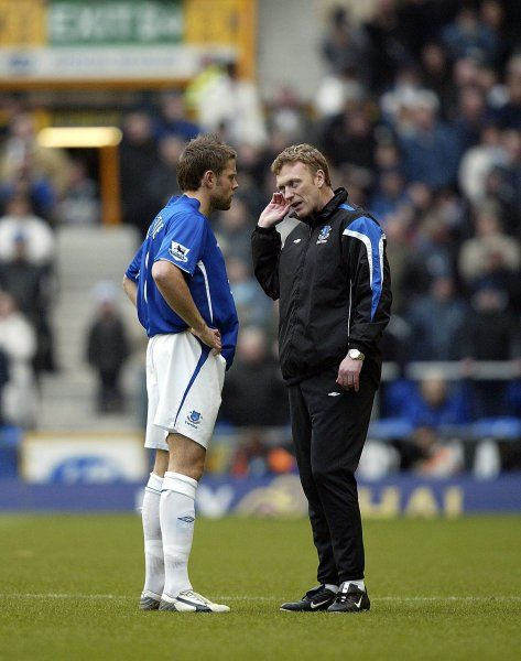 David Moyes talks with James Beattie before the match Mandatory Credit: Action Images / Matthew Childs Livepic