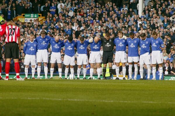 16 10 04 Job No 04101601 Barclays Premiership Everton v Southampton Goodison Park Minutes Silence     © Mooney Photo Limited and Everton Football Club