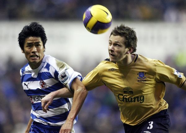 Reading v Everton Gary Naysmith of Everton in action with Seol Ki Hyeon of Reading