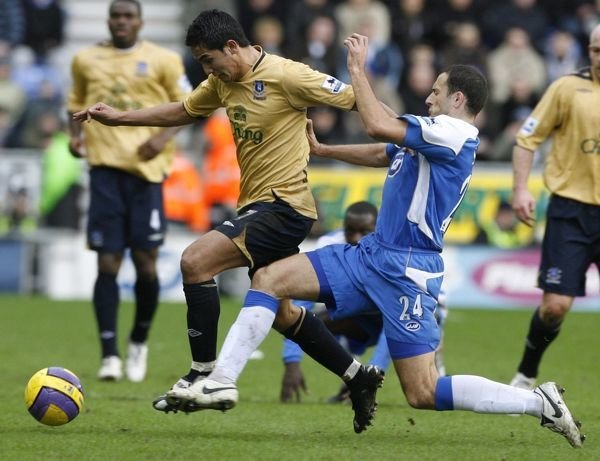 Josip Skoko challenges Everton's Tim Cahill for the ball