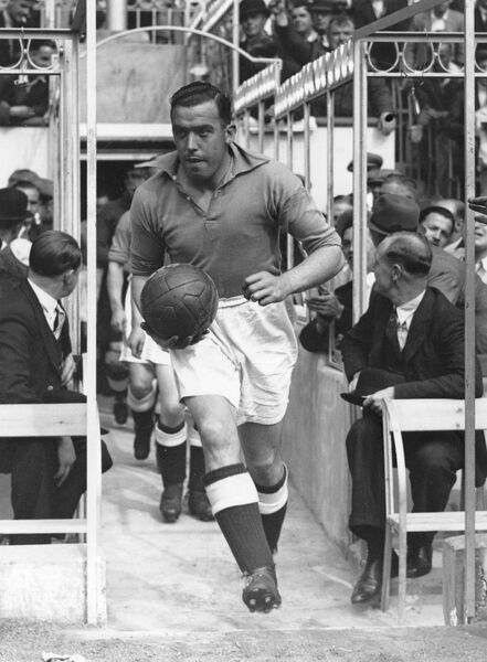 "1936: William ""Dixie"" Dean runs out for Everton against Arsenal at Highbury. Mandatory Credit: Allsport Hulton/Archive"