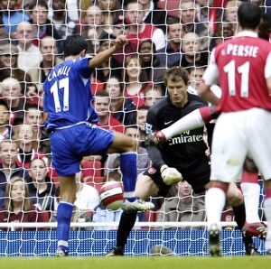 Arsenal v Everton 28/10/06 Everton's Tim Cahill scores the first goal