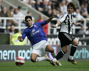 Everton's Mikel Arteta and Newcastle's Belozoglu Emre in action