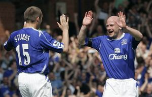 Everton's Stubbs celebrates with Carsley after scoring against Manchester United