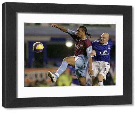 Everton's Andrew Johnson (R) challenges West Ham United's Anton Ferdinand for the ball