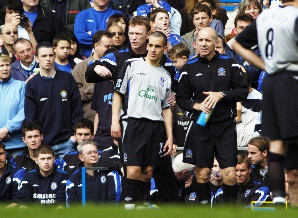 David Moyes gives instructions to Leon Osman Mandatory Credit: Action Images / Paul Harding Livepic