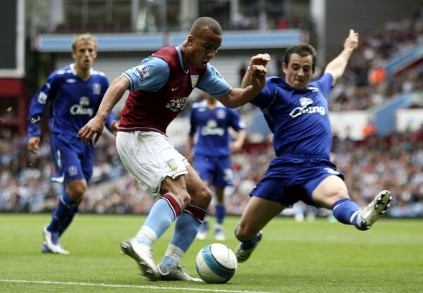 Football - Aston Villa v Everton Barclays Premier League - Villa Park - 23/9/07 Aston Villa's Gabriel Agbonlahor (C) in action with Everton's Leighton Baines (R) Mandatory Credit: Action Images / Lee Mills Livepic