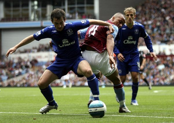 Football - Aston Villa v Everton Barclays Premier League - Villa Park - 23/9/07 Aston Villa's Gabriel Agbonlahor (C) in action with Everton's Leighton Baines (L) Mandatory Credit: Action Images / Lee Mills Livepic