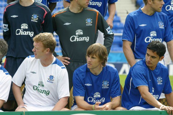 Moyes, Kilbane and Cahill prepare for the team photo