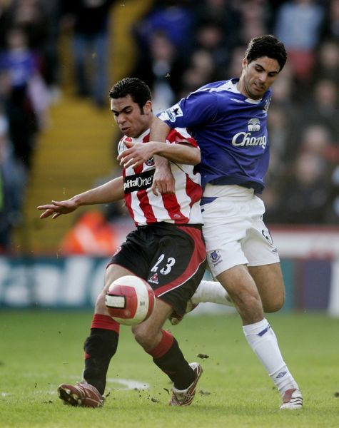 Sheffield United v Everton  Mikel Arteta in action against Ahmed Fathi
