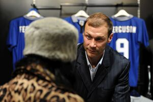 player features/duncan ferguson dvd signing/duncan ferguson signing evertons greatest premier